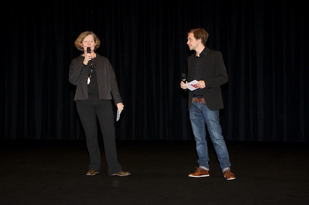 Maryanne Redpath und Co-Moderator Tobias Krell moderieren an